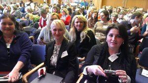 Kolegovia v kongresovej sále